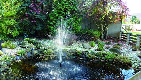 Springbrunnen in unserem Garten